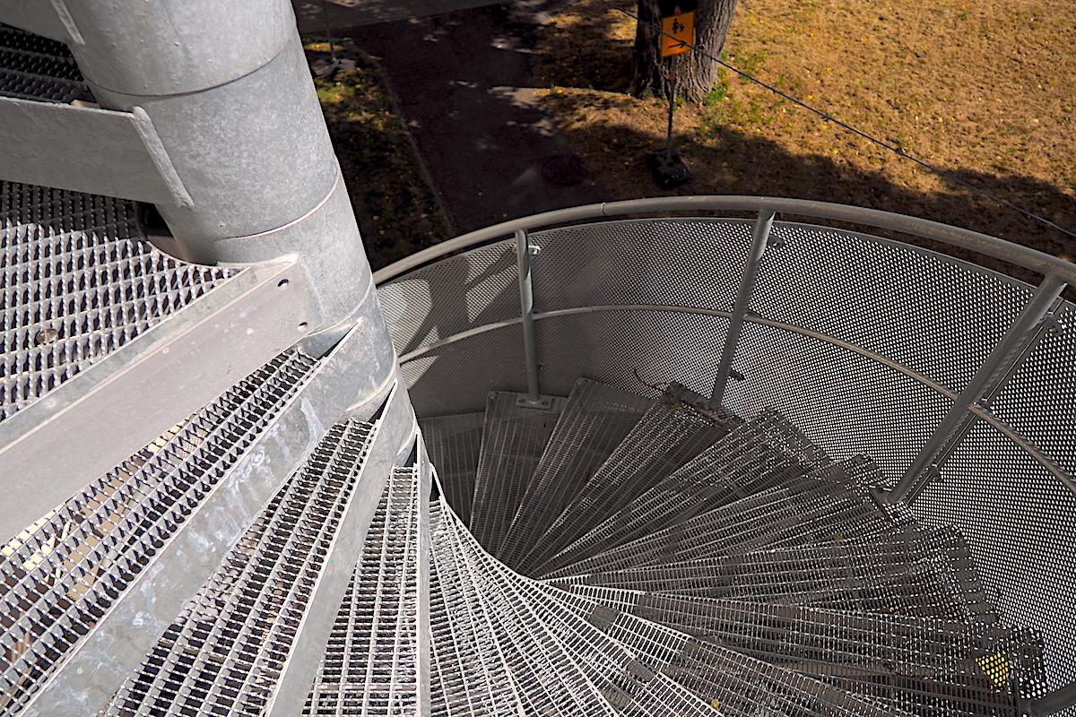 Bau einer Fluchttreppe in der Raumfabrik Durlach - Krüger Architektur